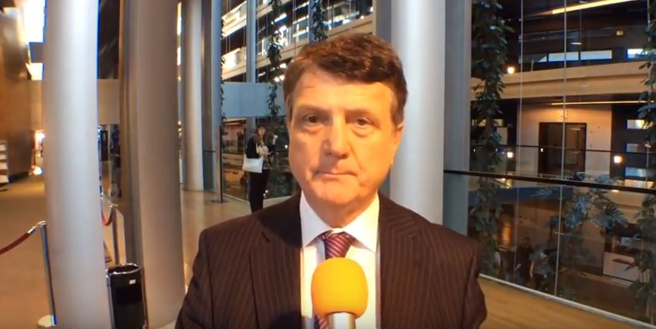 Batten: West bombing Syria is mess
