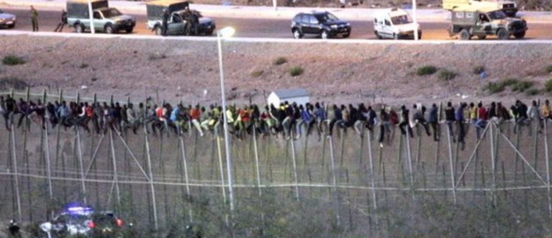 Hundreds of Africans stormed Spanish border