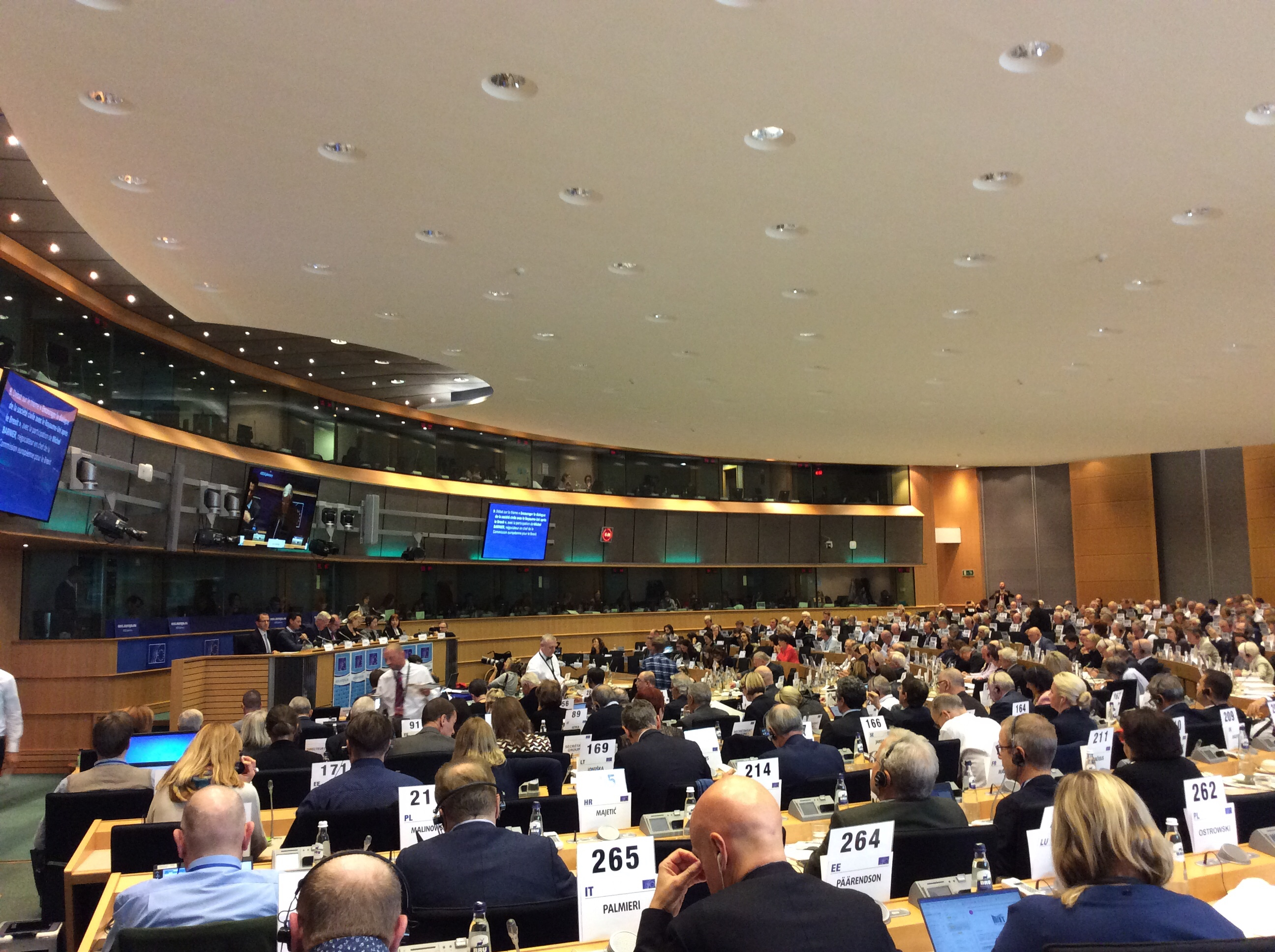 MEPs to vote Commission team on 27 November